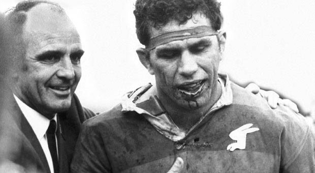 On This Day: Sattler Plays With Broken Jaw